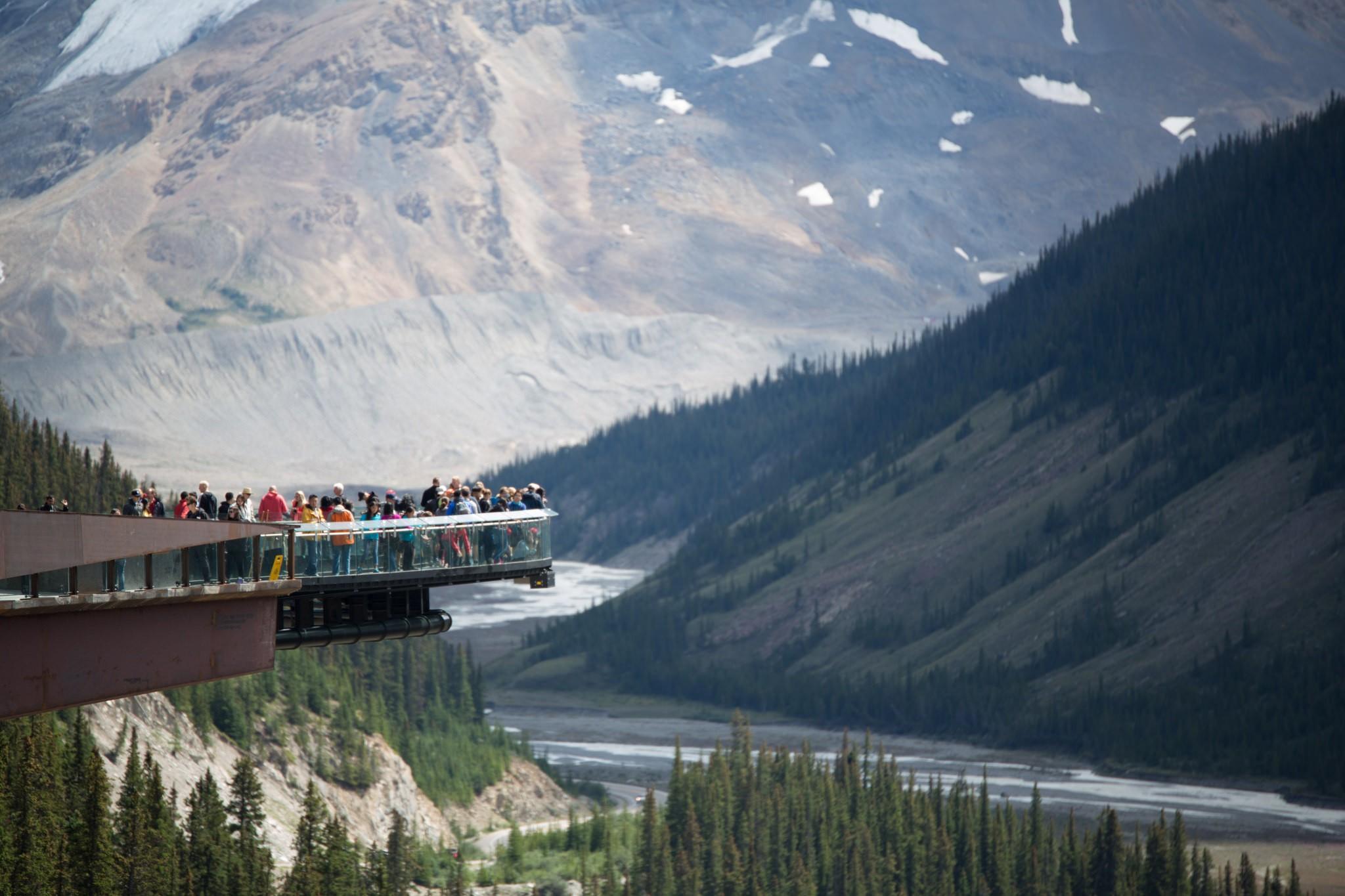 Athabasca Glacier With Children: Glacier Skywalk.  photo by Norio Nakayama