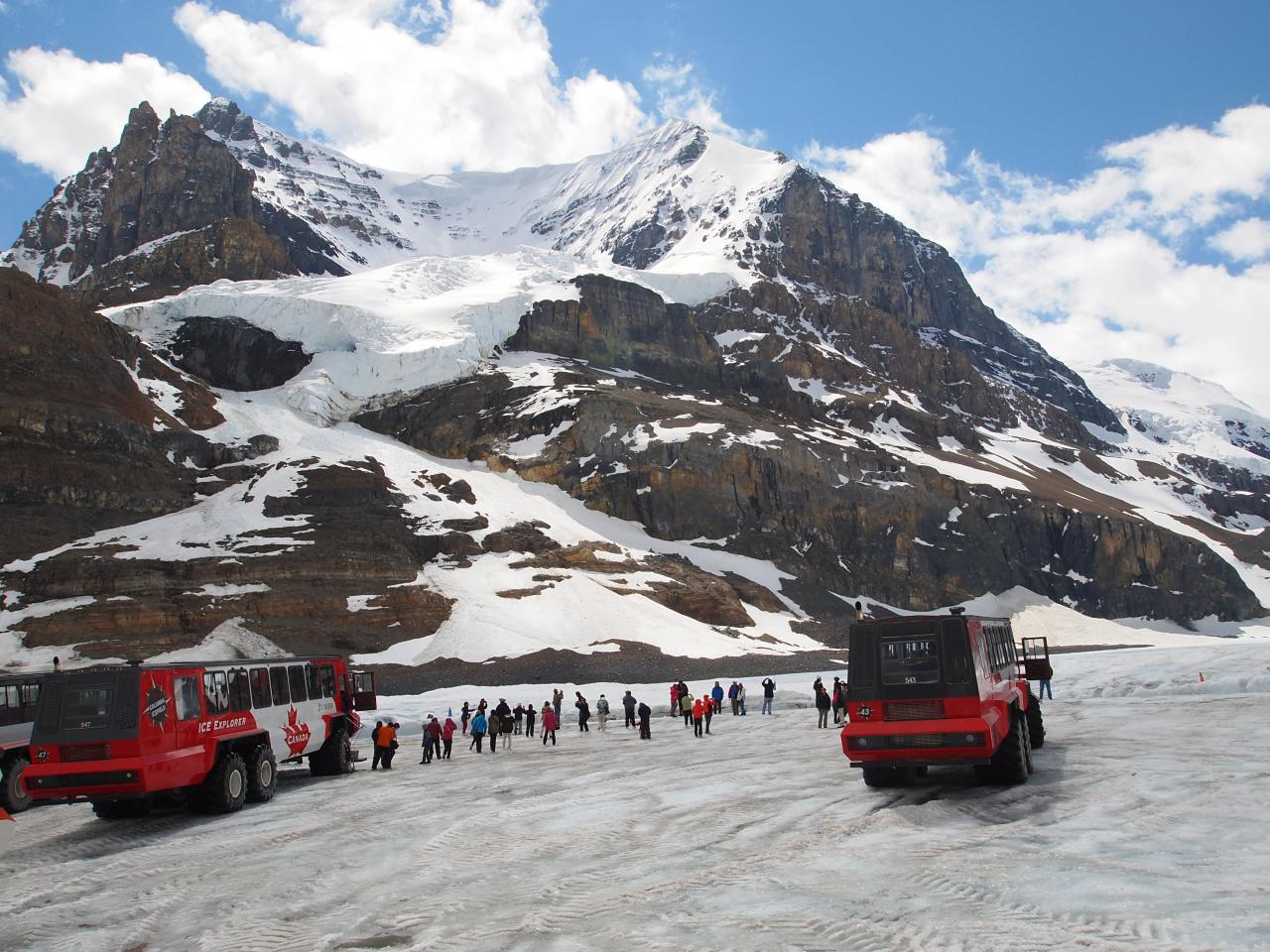 Brewster snow-coach tour. Athabasca Glacier  photo by Walter Lim