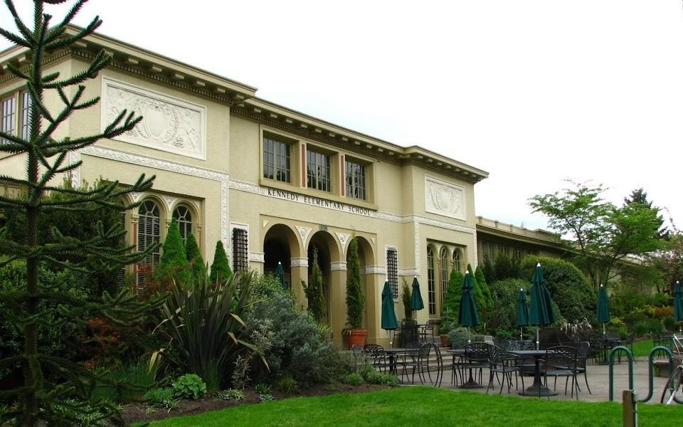McMenamins Kennedy Elementary School, Portland